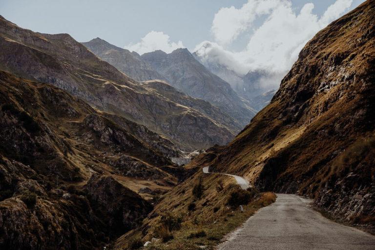 01-italian-alps-dolomites-elopement-wedding-Italy-Engagement-Destination-Wedding-Photographer-mountain-Elope-adventure-Packages-sebastian