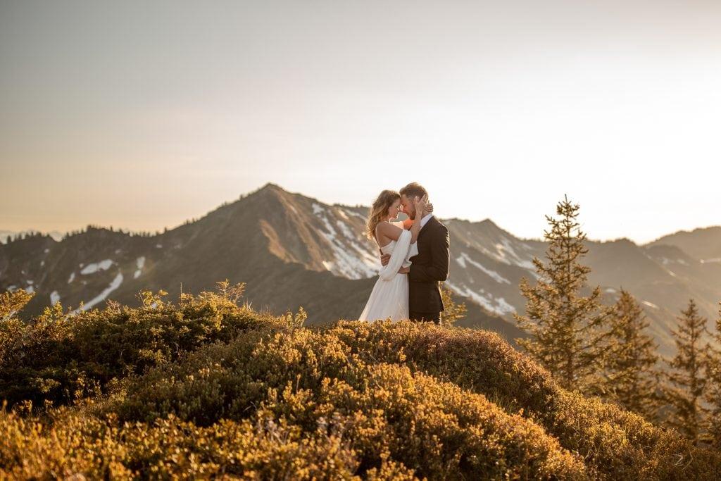 022-mountain-elopement-wedding-austria-wild-embrace-sunset-photography-elope-intimate-outdoor-mountain-ceremony-adventure