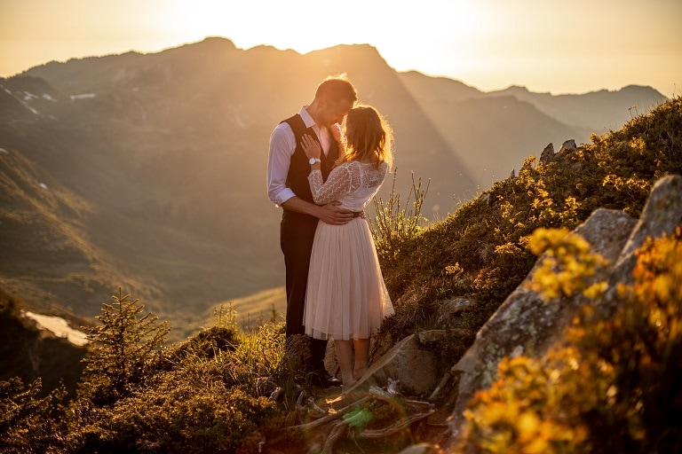 029-mountain-elopement-wedding-austria-wild-embrace-sunset-photography-elope-intimate-outdoor-mountain-ceremony-adventure