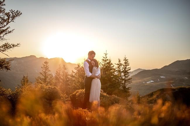 038-mountain-elopement-wedding-austria-wild-embrace-sunset-photography-elope-intimate-outdoor-mountain-ceremony-adventure