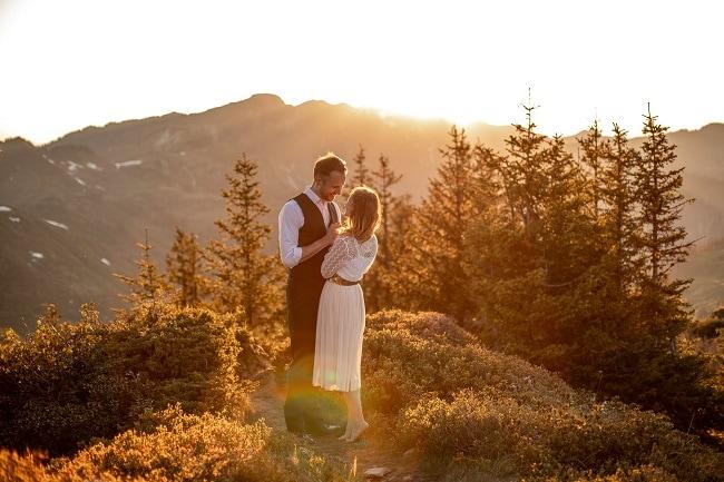 041-mountain-elopement-wedding-austria-wild-embrace-sunset-photography-elope-intimate-outdoor-mountain-ceremony-adventure
