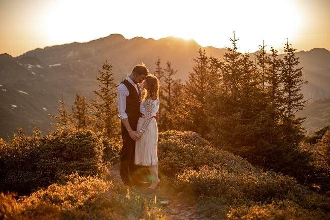 042-mountain-elopement-wedding-austria-wild-embrace-sunset-photography-elope-intimate-outdoor-mountain-ceremony-adventure