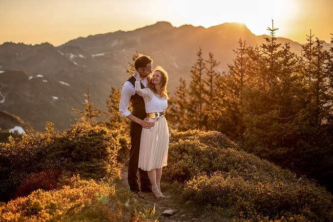 044-mountain-elopement-wedding-austria-wild-embrace-sunset-photography-elope-intimate-outdoor-mountain-ceremony-adventure
