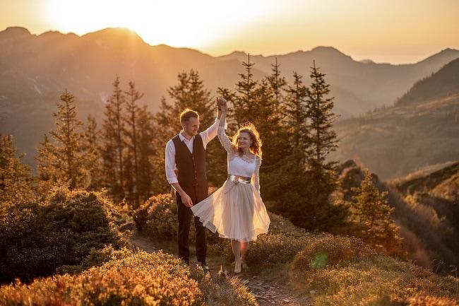 046-mountain-elopement-wedding-austria-wild-embrace-sunset-photography-elope-intimate-outdoor-mountain-ceremony-adventure