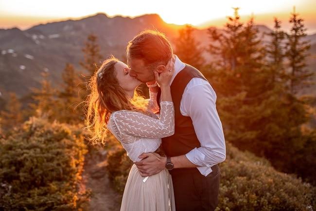052-mountain-elopement-wedding-austria-wild-embrace-sunset-photography-elope-intimate-outdoor-mountain-ceremony-adventure