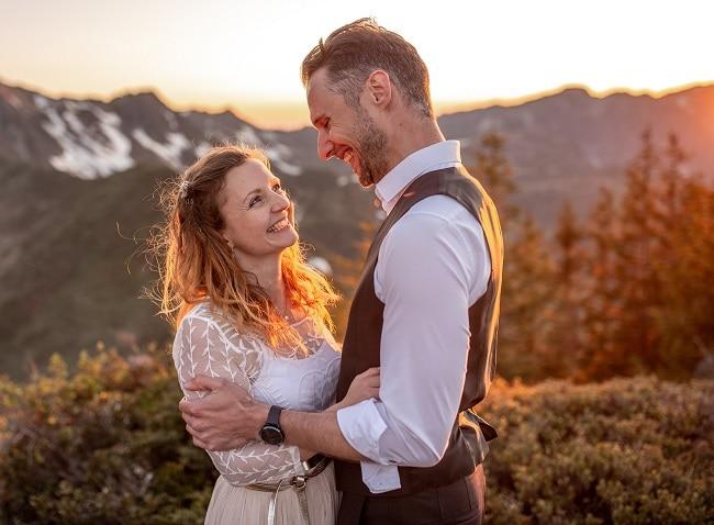 053-mountain-elopement-wedding-austria-wild-embrace-sunset-photography-elope-intimate-outdoor-mountain-ceremony-adventure