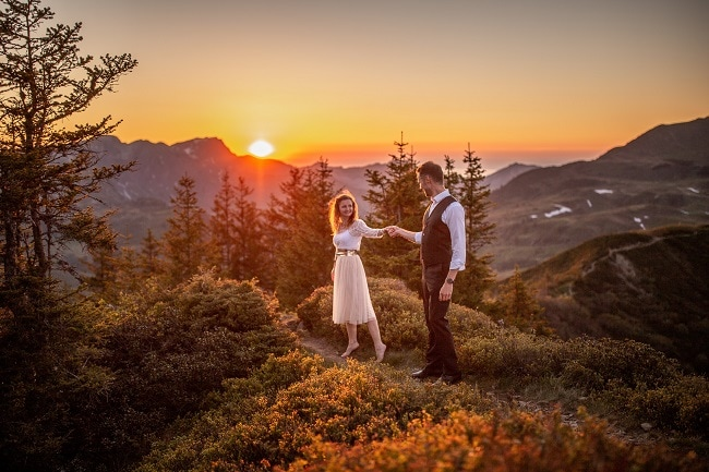 057-mountain-elopement-wedding-austria-wild-embrace-sunset-photography-elope-intimate-outdoor-mountain-ceremony-adventure