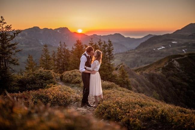 058-mountain-elopement-wedding-austria-wild-embrace-sunset-photography-elope-intimate-outdoor-mountain-ceremony-adventure