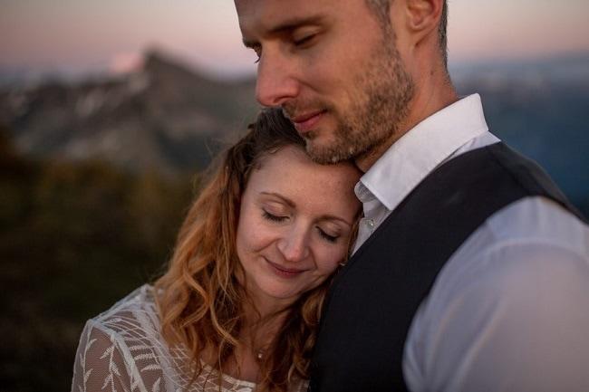 061-mountain-elopement-wedding-austria-wild-embrace-sunset-photography-elope-intimate-outdoor-mountain-ceremony-adventure