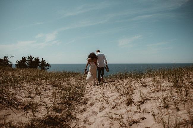107-Eliot-Lupita-Wedding_Lume-Photography-elopement-destination-michigan-harbor-elope-usa-beach-summer-outdoor-intimate-ceremony