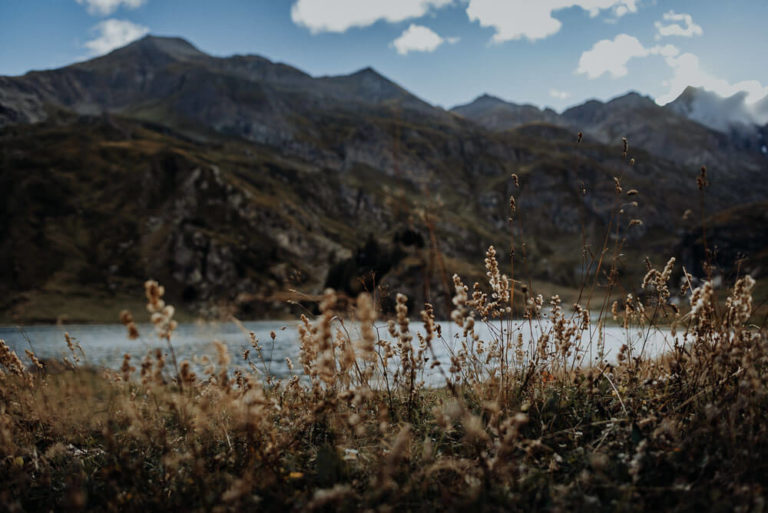 18-most-beautiful-alps-dolomites-location-to-elope-elopement-Italy-Engagement-Destination-Wedding-mountain-adventure-packages-outdoor