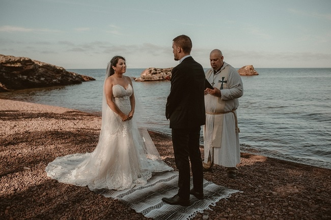202-Eliot-Lupita-Wedding_Lume-Photography-elopement-destination-michigan-harbor-elope-usa-beach-summer-outdoor-intimate-ceremony