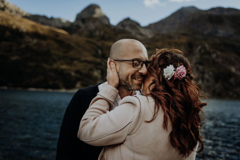 21-couple-adventure-session-alps-dolomites-elopement-Italy-Engagement-Destination-elope-Wedding-mountain-packages-outdoor