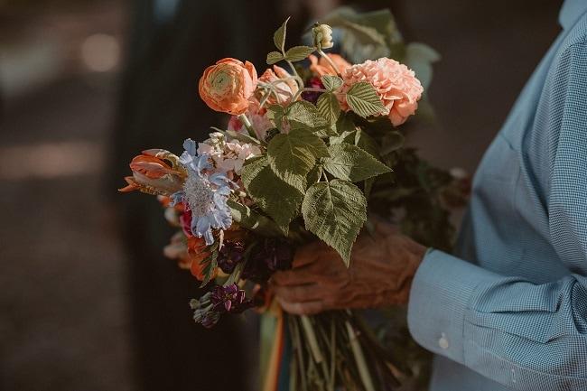 215-Eliot-Lupita-Wedding_Lume-Photography-elopement-destination-michigan-harbor-elope-usa-beach-summer-outdoor-intimate-ceremony