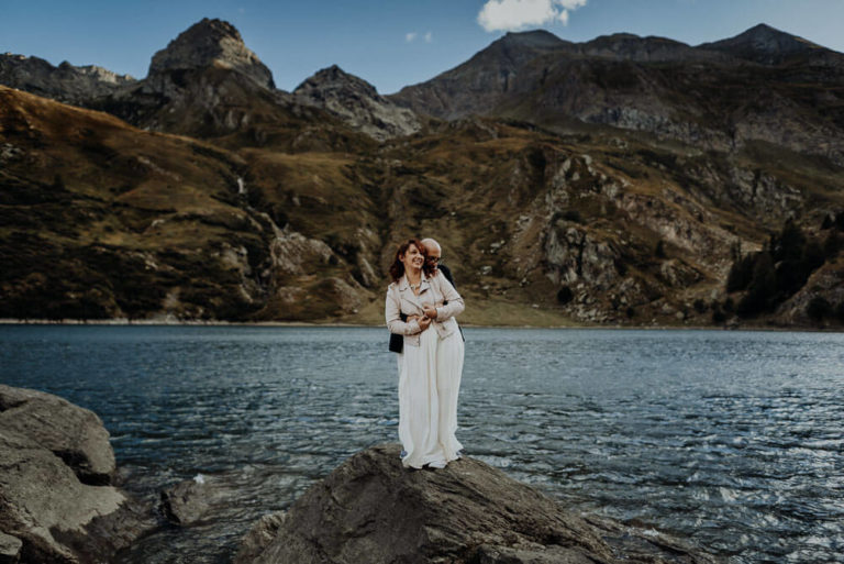 23-epic-elopement-portraits-alps-dolomites-adventure-italian-Italy-Engagement-Destination-elope-Wedding-mountain-packages-outdoor