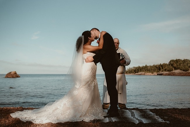 250-Eliot-Lupita-Wedding_Lume-Photography-elopement-destination-michigan-harbor-elope-usa-beach-summer-outdoor-intimate-ceremony
