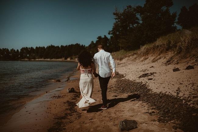 42-Eliot-Lupita-Wedding_Lume-Photography-elopement-destination-michigan-harbor-elope-usa-beach-summer-outdoor-intimate-ceremony