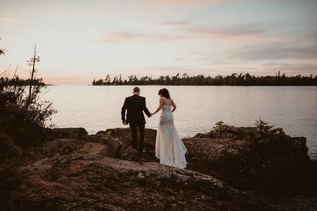 477-Eliot-Lupita-Wedding_Lume-Photography-elopement-destination-michigan-harbor-elope-usa-beach-summer-outdoor-intimate-ceremony