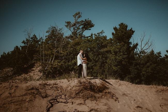 79-Eliot-Lupita-Wedding_Lume-Photography-elopement-destination-michigan-harbor-elope-usa-beach-summer-outdoor-intimate-ceremony