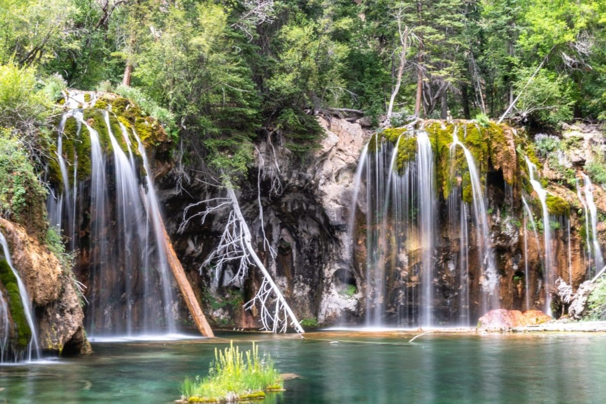 Hanging Lake Elopement | Colorado Intimate destination wedding | Photography By Vows and Peaks