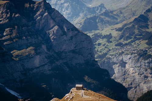 Best-places-to-elope-in-switzerland-elopement-wedding-planner-coordinator-destination-intimate-small-adventure-mountain-bernese-isabel-nao-photographer