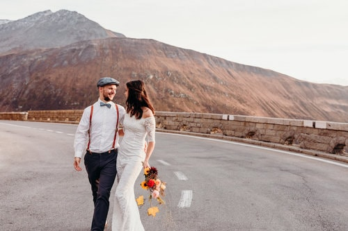 Best-places-to-elope-in-switzerland-elopement-wedding-planner-coordinator-destination-intimate-small-adventure-mountain-uri-isabel-nao-photographer