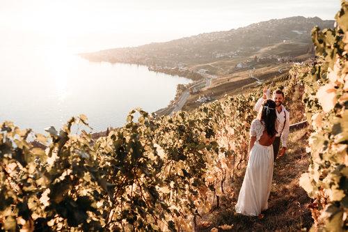 Best-places-to-elope-in-switzerland-elopement-wedding-planner-coordinator-destination-intimate-small-adventure-mountain-vaud-isabel-nao-photographer