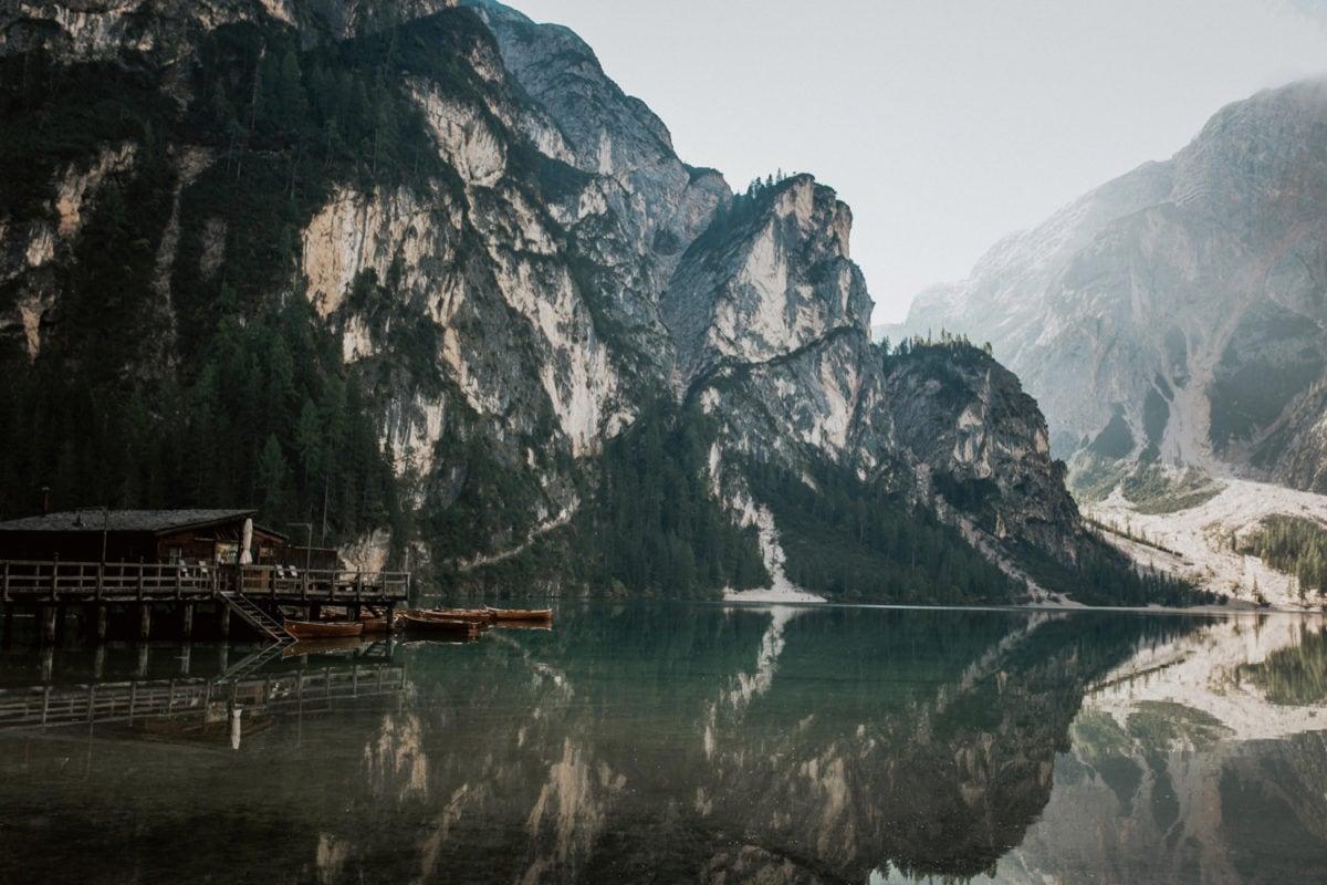 Blitzkneisser1-Foto-Pragser-Wildsee-Hochzeit-italy-elopement-wedding-photographer-packages-destination-boho-bride-lake-lago-di-braies-intimate-mountain-adventure