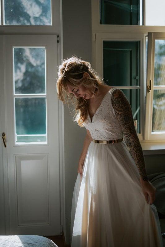Blitzkneisser10-Foto-Pragser-Wildsee-Hochzeit-italy-elopement-wedding-photographer-packages-destination-boho-bride-lake-lago-di-braies-intimate-mountain-adventure