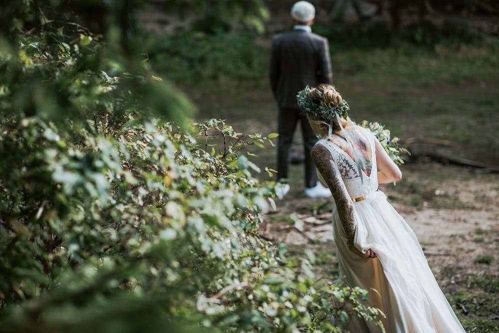 Blitzkneisser16-Foto-Pragser-Wildsee-Hochzeit-italy-elopement-wedding-photographer-packages-destination-boho-bride-lake-lago-di-braies-intimate-mountain-adventure