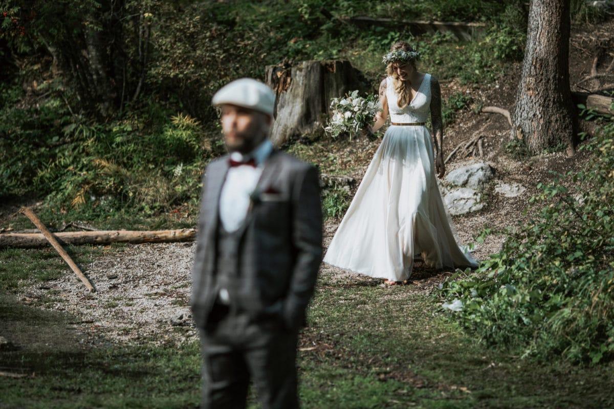 Blitzkneisser17-Foto-Pragser-Wildsee-Hochzeit-italy-elopement-wedding-photographer-packages-destination-boho-bride-lake-lago-di-braies-intimate-mountain-adventure