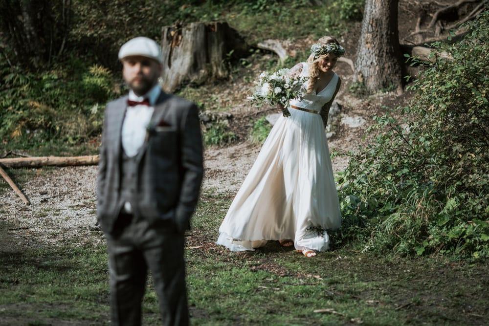 Blitzkneisser18-Foto-Pragser-Wildsee-Hochzeit-italy-elopement-wedding-photographer-packages-destination-boho-bride-lake-lago-di-braies-intimate-mountain-adventure
