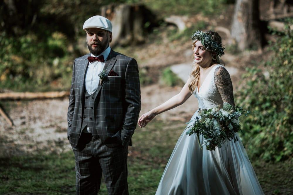 Blitzkneisser19-Foto-Pragser-Wildsee-Hochzeit-italy-elopement-wedding-photographer-packages-destination-boho-bride-lake-lago-di-braies-intimate-mountain-adventure