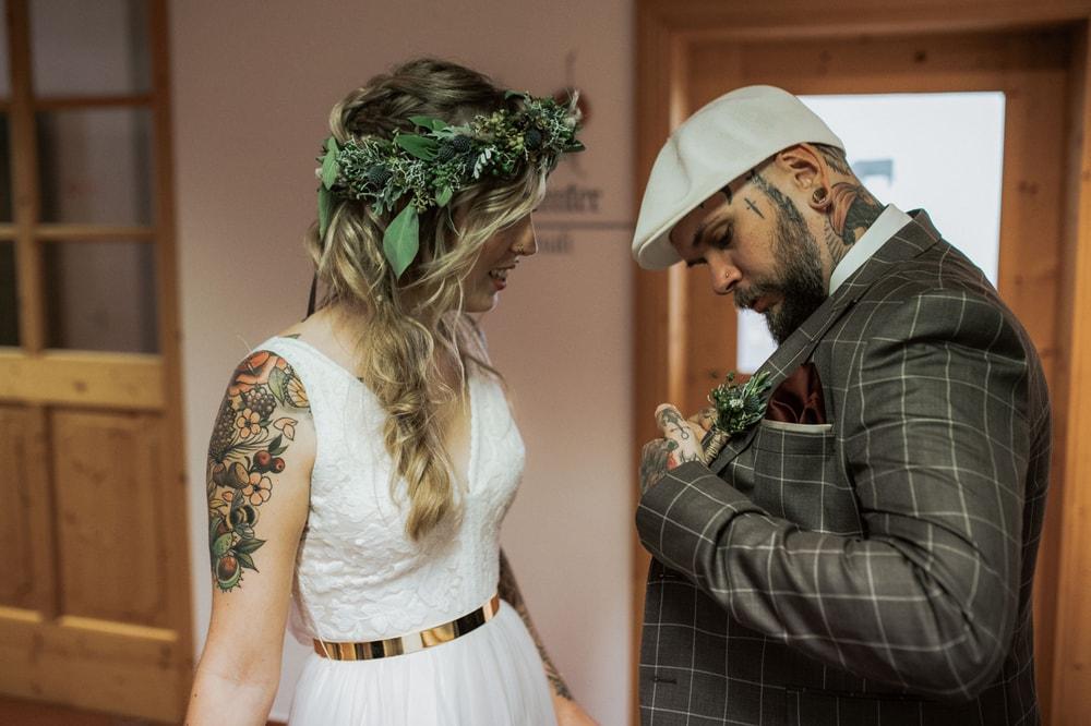 Blitzkneisser26-Foto-Pragser-Wildsee-Hochzeit-italy-elopement-wedding-photographer-packages-destination-boho-bride-lake-lago-di-braies-intimate-mountain-adventure