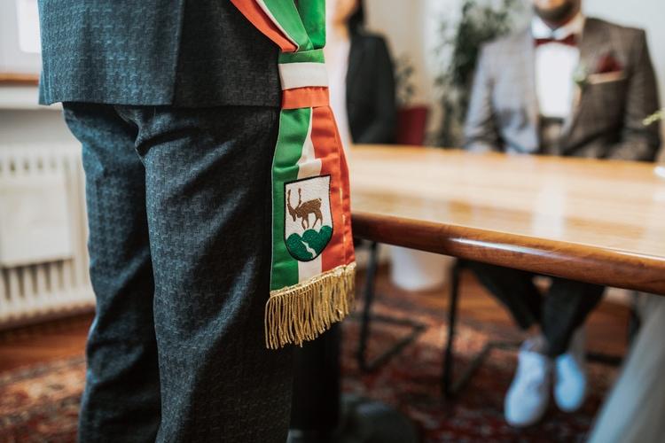 Blitzkneisser29-Foto-Pragser-Wildsee-Hochzeit-italy-elopement-wedding-photographer-packages-destination-boho-bride-lake-lago-di-braies-intimate-mountain-adventure1