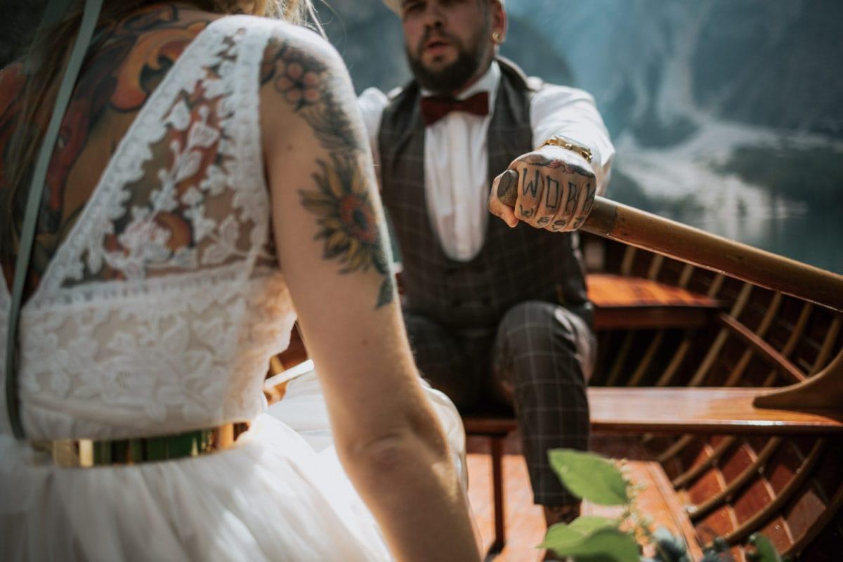 Blitzkneisser43-Foto-Pragser-Wildsee-Hochzeit-italy-elopement-wedding-photographer-packages-destination-boho-bride-lake-lago-di-braies-intimate-mountain-adventure