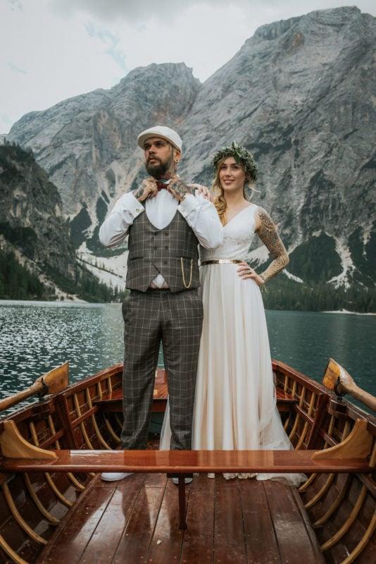 Blitzkneisser49-Foto-Pragser-Wildsee-Hochzeit-italy-elopement-wedding-photographer-packages-destination-boho-bride-lake-lago-di-braies-intimate-mountain-adventure