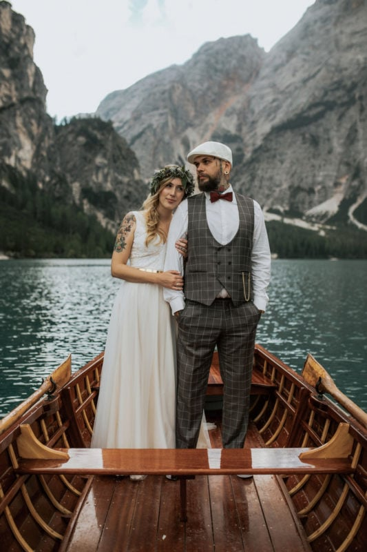 Blitzkneisser52-Foto-Pragser-Wildsee-Hochzeit-italy-elopement-wedding-photographer-packages-destination-boho-bride-lake-lago-di-braies-intimate-mountain-adventure