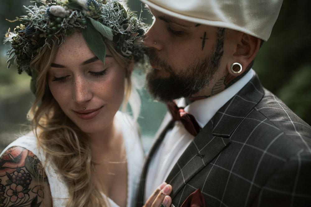 Blitzkneisser62-Foto-Pragser-Wildsee-Hochzeit-italy-elopement-wedding-photographer-packages-destination-boho-bride-lake-lago-di-braies-intimate-mountain-adventure-tattoo