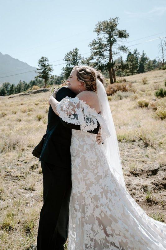 Courtney14-Lynn-colorado-adventure-elopement-packages-destination-wedding-photographer-estes-park-elope-cuddle