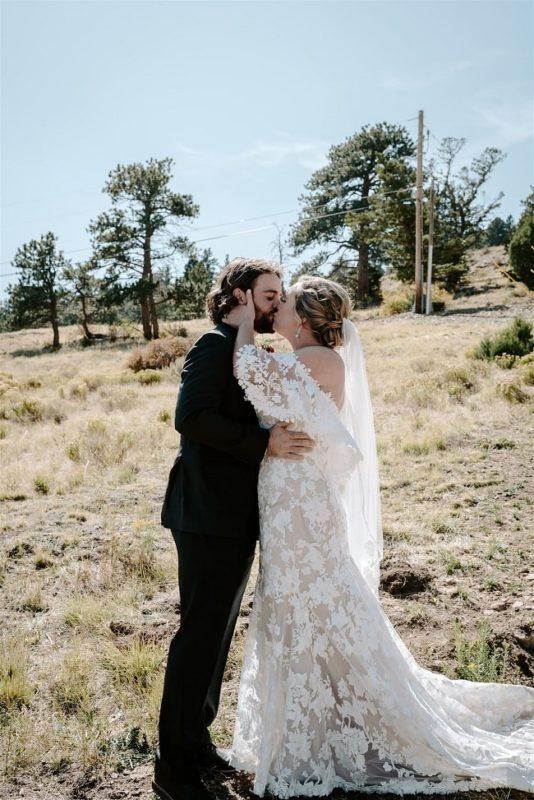 Courtney15-Lynn-colorado-adventure-elopement-packages-destination-wedding-photographer-estes-park-elope-kiss