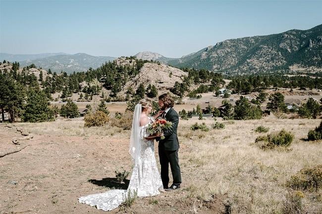 Courtney19-Lynn-colorado-adventure-elopement-packages-destination-wedding-photographer-estes-park-elope-hugs