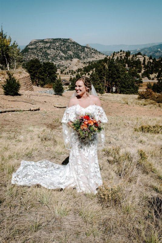 Courtney20-Lynn-colorado-adventure-elopement-packages-destination-wedding-photographer-estes-park-elope-bouquet