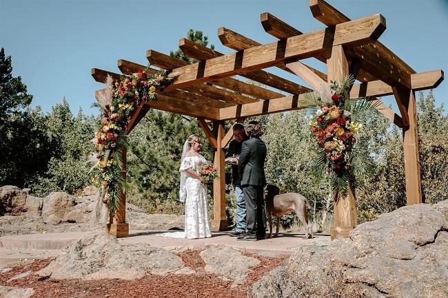 Courtney31-Lynn-colorado-adventure-elopement-packages-destination-wedding-photographer-estes-park-elope-rings