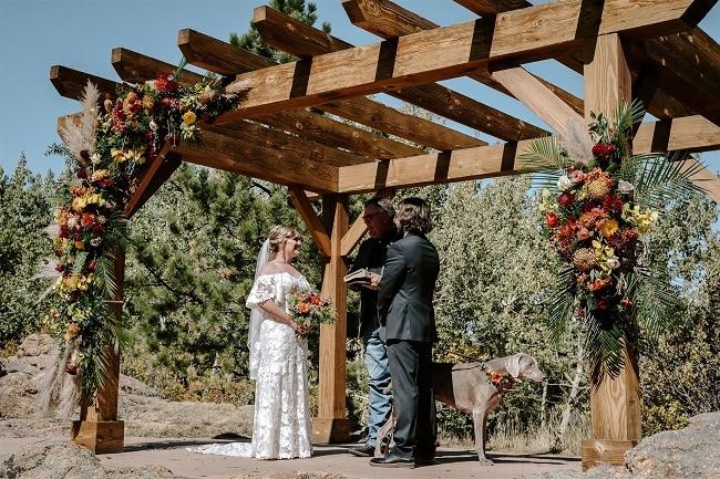 Courtney32-Lynn-colorado-adventure-elopement-packages-destination-wedding-photographer-estes-park-elope-officiant