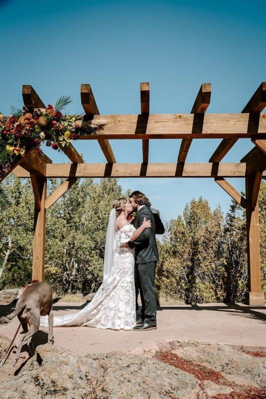 Courtney35-Lynn-colorado-adventure-elopement-packages-destination-wedding-photographer-estes-park-elope-kiss