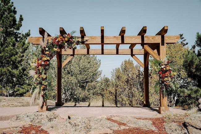 Courtney43-Lynn-colorado-adventure-elopement-packages-destination-wedding-photographer-estes-park-elope-flower-design