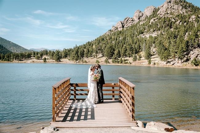 Courtney44-Lynn-colorado-adventure-elopement-packages-destination-wedding-photographer-estes-park-elope-lake