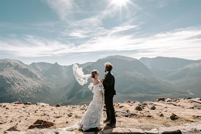 Courtney57-Lynn-colorado-adventure-elopement-packages-destination-wedding-photographer-estes-park-elope-veil
