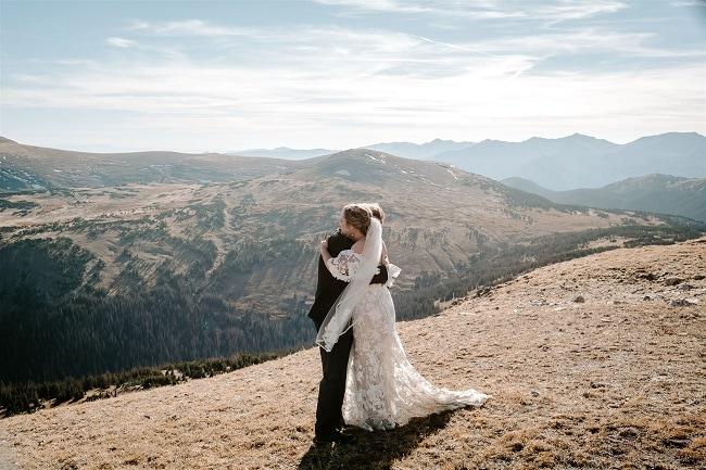 Courtney66-Lynn-colorado-adventure-elopement-packages-destination-wedding-photographer-estes-park-elope-hug